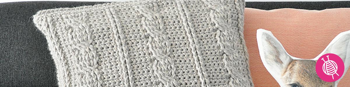 Trend alert: Crochet a cable pillow!