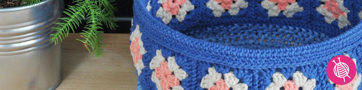 Crochet a basket of granny squares