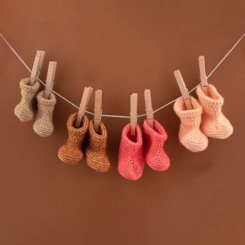 Yarn and Colors Oh Baby! Crochet Booties Crochet Kit 040 Pink Sand