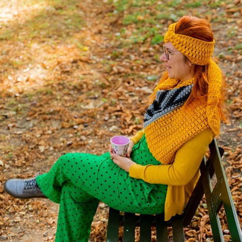Yarn and Colors Criss Cross Dot Headband Crochet Kit 015 Mustard