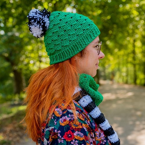 Crochet Pattern Yarn and Colors Black White and Bright Hat
