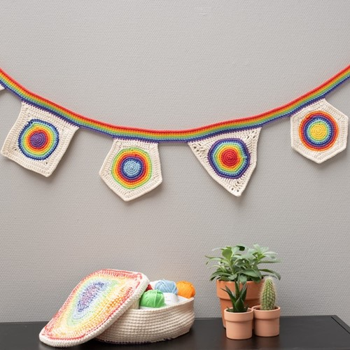 Yarn and Colors Rainbow Flag Line Booklet
