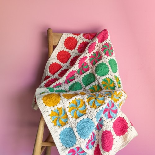 Crochet Pattern Yarn and Colors Circles and Spirals Blanket