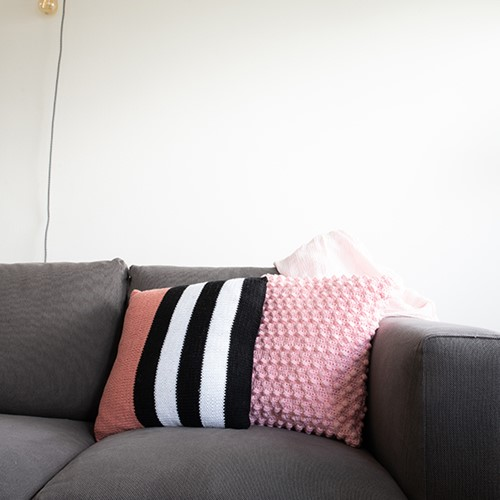 Yarn and Colors Black, White and Bright Comfy Cushion Knitting Kit 047 Old Pink