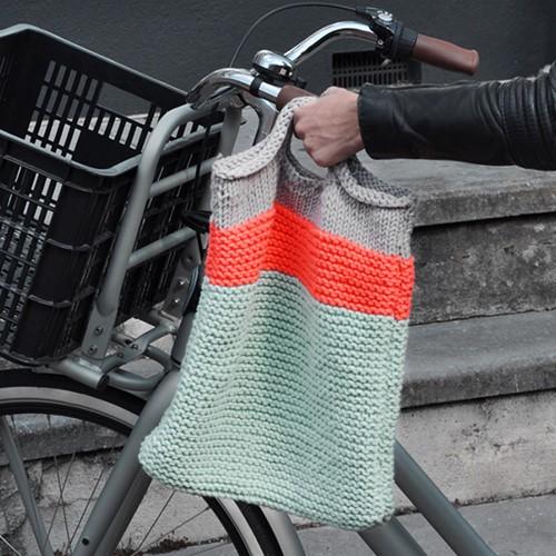Pattern knitted handbag