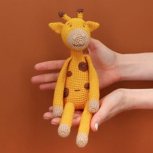 Yarn and Colors Gina Giraffe Crochet Kit