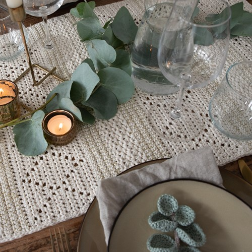 Crochet Pattern Yarn and Colors Glamorous Table Runner