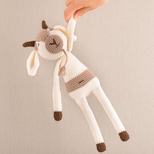 Yarn and Colors Gus Goat Crochet Kit 002 Cream