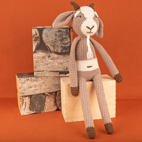 Yarn and Colors Gus Goat Crochet Kit 005 Clay