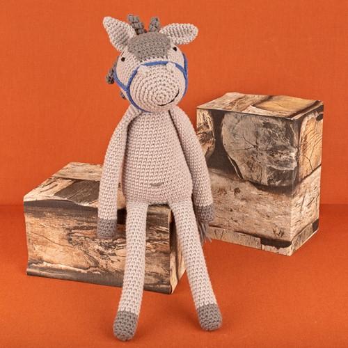 Yarn and Colors Hank Horse Crochet Kit 096 Shark Grey