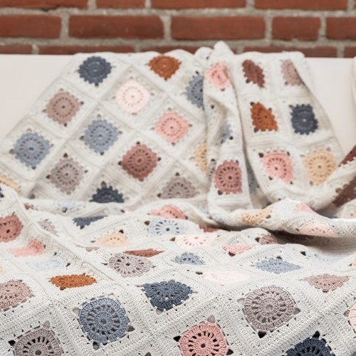 Yarn and Colors Hip To Be Square Blanket Crochet Kit 101 Rosé