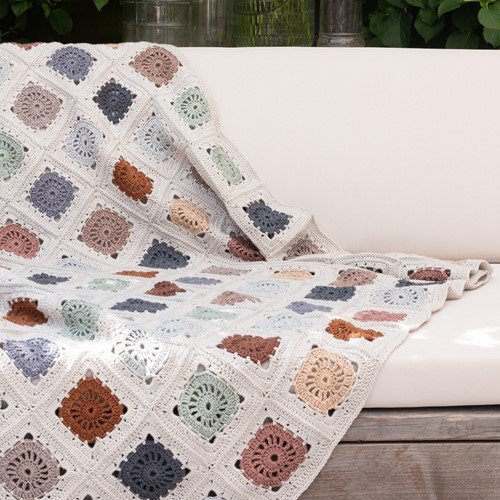 Yarn and Colors Hip To Be Square Blanket Crochet Kit 080 Eucalyptus