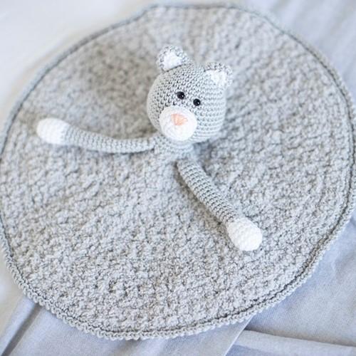 Yarnplaza Comfort Blanket Cat Crochet Kit