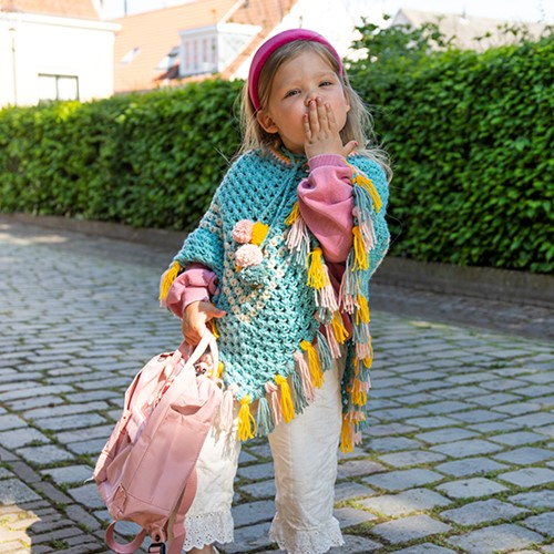 Budgetyarn Kids Poncho Crochet Kit 1 Glass