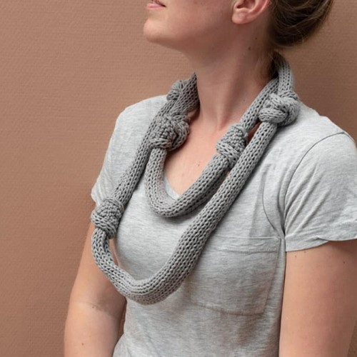 Knitting Pattern Yarn and Colors Knot a Scarf