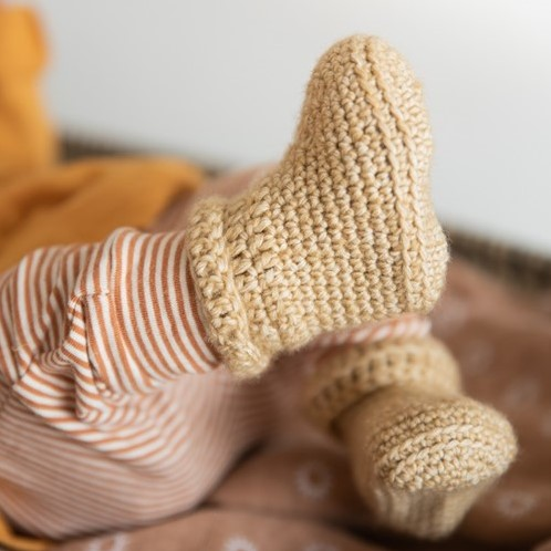 Yarn and Colors Oh Baby! Crochet Booties Crochet Kit 009 Limestone