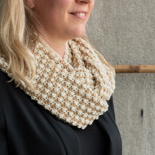 Yarn and Colors Pebbles Cowl Crochet Kit 009 Limestone