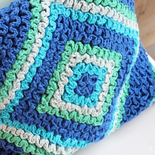 Crochet pattern cushion in Wiggly stitch