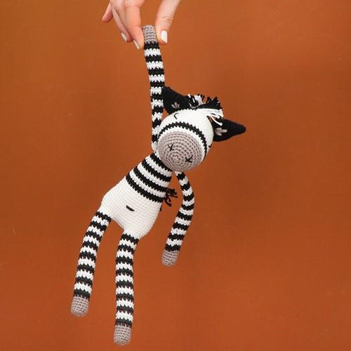 Yarn and Colors Zapp Zebra Crochet Kit